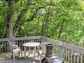 Charming Bushkill Home W/Large Deck & Pool Access! photos Exterior