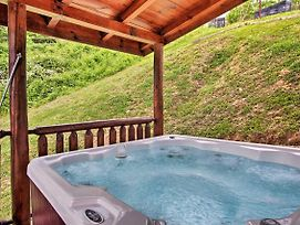 Cabin W/Hot Tub & Home Theater In Gatlinburg! photos Exterior