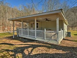Secluded Marshall Cottage W/Hot Tub & Mtn Views! photos Exterior