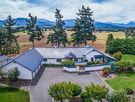 Sequim Home W/ Mountain Views & Meditation Room! photos Exterior