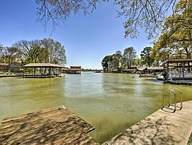 Gun Barrel City Cottage With Boat House And Deck! photos Exterior