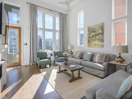 New Listing! Ultra-Posh West End Townhome Townhouse photos Exterior