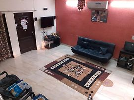 Home Stay Renting Out Entire First Floor With One Bedroom And Huge Living Area photos Exterior