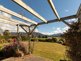 Kepler Retreat - Te Anau Holiday Home photos Exterior