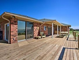 Lakefront Corsicana Home W/ Deck And Yard! photos Exterior