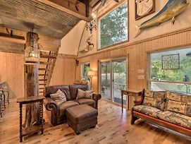 One-Of-A-Kind Studio Cabin, 6 Miles To Tamu! photos Exterior