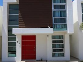 Home In Gated Community Near Downtown And Beach!! photos Exterior