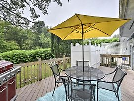 New! Narragansett Townhome On 2.5 Acres Near Ocean photos Exterior