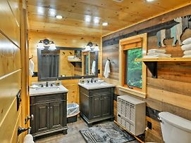 Rustic Greenville Cabin - 10 Min To Big Squaw Mtn! photos Exterior