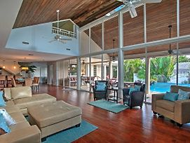 Large Pompano Home With Pool 1 Block To Private Beach photos Exterior