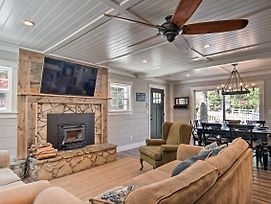 Upgraded Classic 1950'S House W/Partial Lake View! photos Exterior