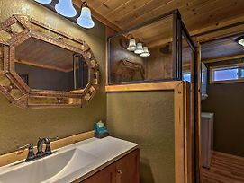 Ruidoso 'Lonesome Wolf' Rustic Studio With Hot Tub! photos Exterior