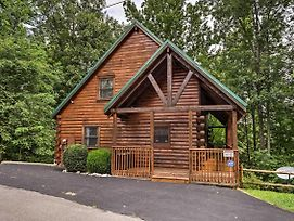 Sevierville Cabin W/ Hot Tub - 9 Mi. To Dollywood! photos Exterior