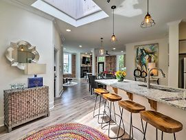 Stylish Downtown Hot Springs Loft With 2 Balconies! photos Exterior
