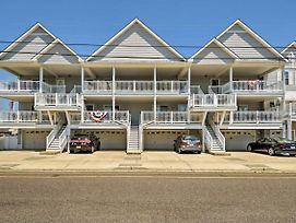 Wildwood Condo With Deck - Near Convention Center! photos Exterior