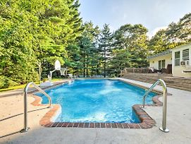 Hamptons Home With Solar-Heated Pool And Walk To Beach photos Exterior
