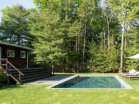 East Hampton Home W/Pool & Fire Pit - Near Village photos Exterior