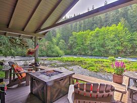 Quiet & Romantic Cabin Getaway On Mckenzie River! photos Exterior