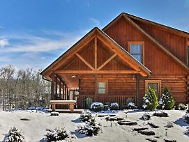 Serene Sevierville Cabin W/ Hot Tub & Pool Access! photos Exterior