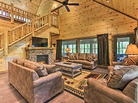 Sevierville Cabin W/ Game Room, Hot Tub & Pool! photos Exterior
