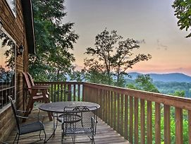 Romantic Gatlinburg Area Cabin W/ Views & Hot Tub! photos Exterior