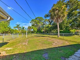 Englewood Townhome W/Yard - 2 Miles To Beach! photos Exterior