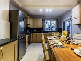 Spacious 4 Bed House On River Thames London photos Exterior