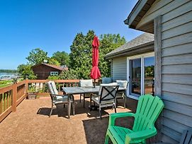 Family Home W/Deck, Yard, Dock On Rock River! photos Exterior