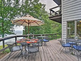 New Lakefront Grand Haven Home W/Deck & Water Toys photos Exterior