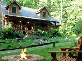 Secluded Cabin On Creek - 150 Acres Near Asheville photos Exterior