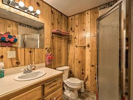 Cabin With Hot Tub And Deck Near Broken Bow Lake! photos Exterior