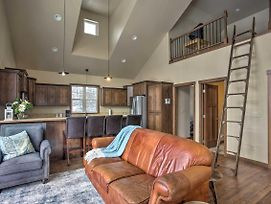 Cozy Loft On 22-Acre Farm, 8 Mi. To Downtown photos Exterior