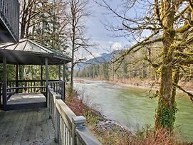 Riverfront Gold Bar Cabin With Deck And Mtn Views! photos Exterior