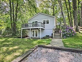 Ludington Cottage W/ Deck, Yard & Fire Pit! photos Exterior