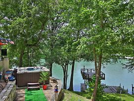 Patriotic Lakefront Seguin Home W/Dock & Deck photos Exterior