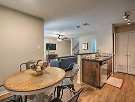 Centrally Located Townhome In College Station photos Exterior