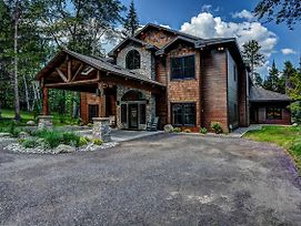 Whispering Pines Lodge: 9 Bedroom photos Exterior