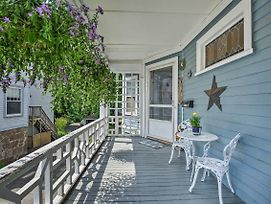 Quaint Beverly Townhome - Walk To Beach And Downtown! photos Exterior