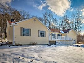 Family Home W/ Game Room - 3 Miles To Jiminy Peak! photos Exterior