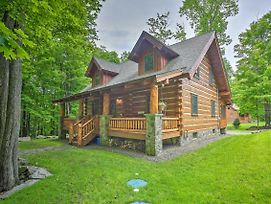 Lake Wallenpaupack Cabin W/ Shared Pool! photos Exterior