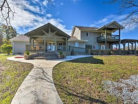 Serving Southern Charm: Clarkesville Retreat photos Exterior