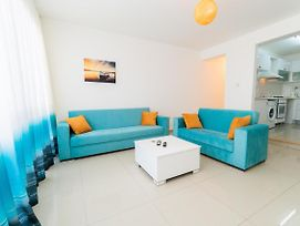 Luxury Three-Bedroom Apartment With Sea View A4 photos Exterior