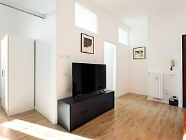 Spacious Flat Close To Fondazione Prada & Metro photos Exterior