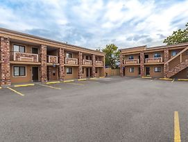 Travelodge By Wyndham South Hackensack photos Exterior