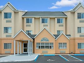 Microtel Inn & Suites By Wyndham Bushnell photos Exterior