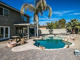 Glendale Grotto Sparkling Pool, Hot Tub & Fire Pit! photos Exterior