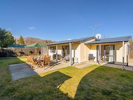 Sun Soaked Escape - Cromwell Holiday Home photos Exterior