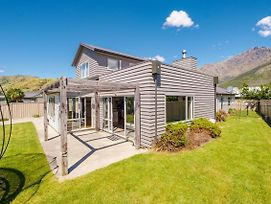 Grandeur House - Queenstown Holiday Home photos Exterior