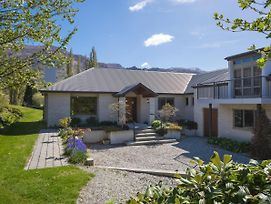 Lakes Retreat - Queenstown Holiday Home photos Exterior