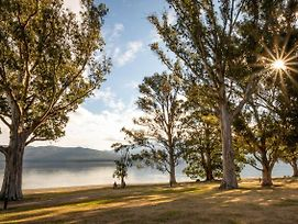 Hop, Skip And Jump To The Lake - Te Anau Holiday House photos Exterior